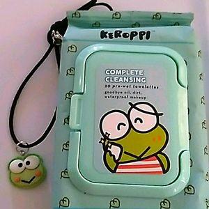 Kerropi frog green tea facial wipes & necklace
